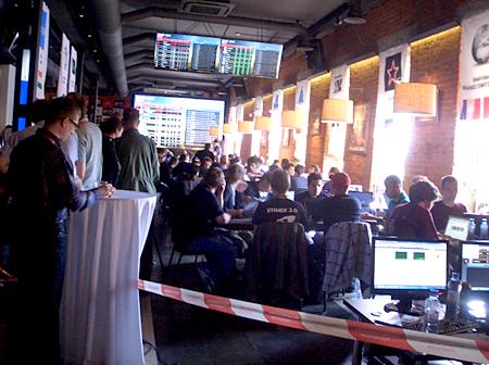CTFはDigital OctoberのProgress Barを会場にして行われた。凝った映像効果に注目