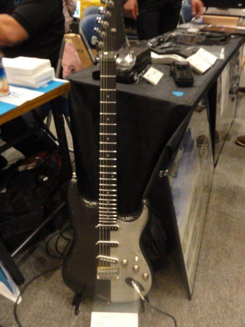 フルカーボン製ギター(フタバモデル製作所)