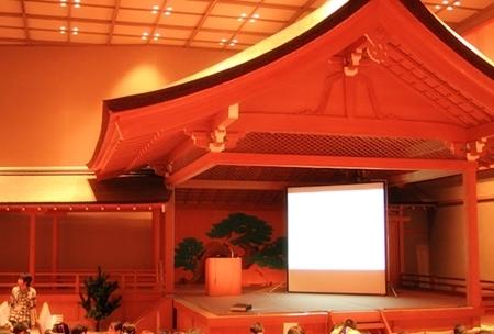 能楽ホールの舞台。わりとガチです