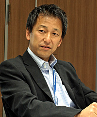 崎山秀文氏