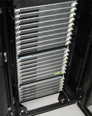 インテルのリファレンスモデルをベースに、台湾のクアンタが製造した分散ストレージサーバー。1ペタバイトの容量を持つ。