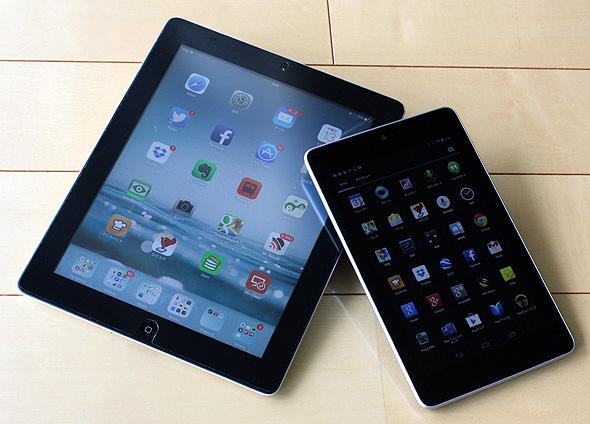 Appleの「iPad」(左)とGoogleのAndroidタブレット「Nexus 7」(右)