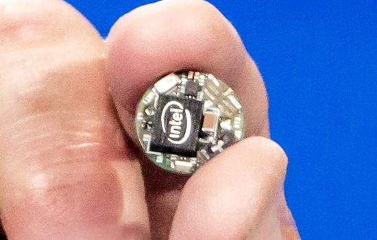 ボタンサイズのマイコンボード「Curie」