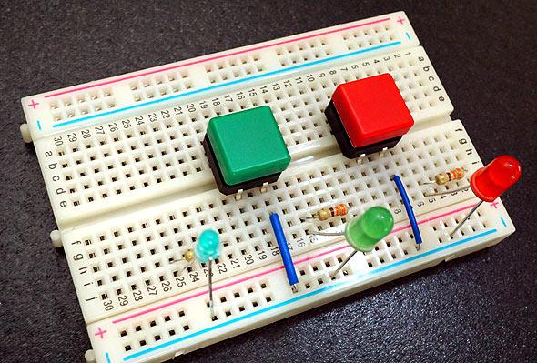 ブレッドボード上に作成した実験用回路