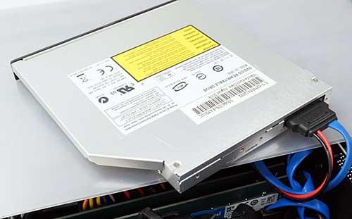 SATA接続のDVDドライブを使ったWindows 7のインストール