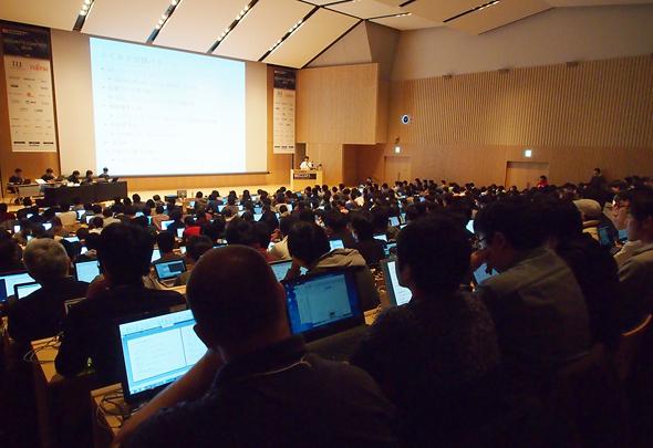 約400人の参加者を集めて行われた「CTF for ビギナーズ 2016 FINAL@東京」