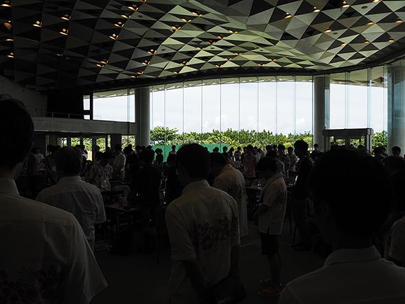 6月23日は沖縄で地上戦が終結した「慰霊の日」に当たった。12時には全員、一時手を止めて黙とうをささげた