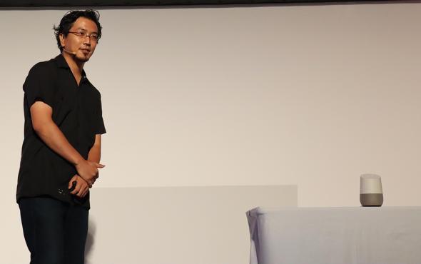 講演でデモを披露した小川氏 ピカチュウが10万ボルトの技を繰り出すと、会場の参加者たちが沸いていた