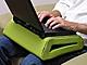 「ひざ上ノートPC」を快適にするBelkinの新製品
