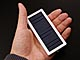 ソーラー充電、AC充電、USB充電に対応したモバイルバッテリー