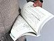 片手で読書する方法を考える