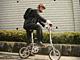 片手に自転車——最強の交通手段