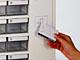 小さなトレイをFeliCaで開閉、ライオン事務器の収納ボックス「Trace Cube」