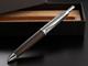 """三菱鉛筆、ウイスキー樽使用の「ピュアモルト」にマルチペン """"150歳""""の風合い"""