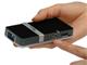 仕事耕具:オーエス、4Gバイトメモリ内蔵のマイクロプロジェクタ