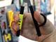 ギフト・ショー秋2009:挟んで使うか、カッター付きか——サンスター文具のアイデアハサミ2種