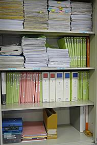 判断に迷う書類はファイルにとじてキャビネットに収容