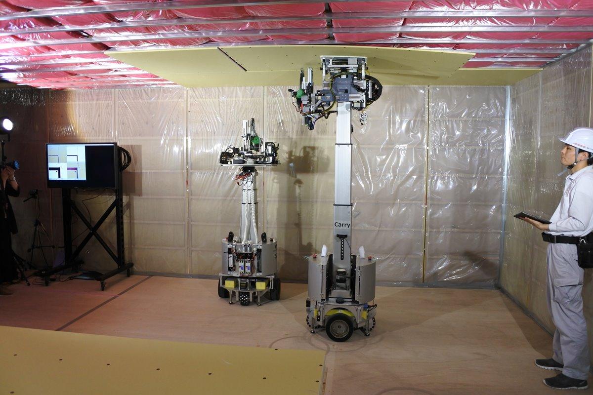 積水ハウスが開発した「会話する施工ロボット」と「アシストスーツ」の実機デモ (1/3)