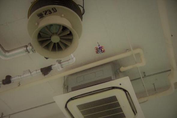 マイクロドローンは倉庫内の高所・狭所点検に適している
