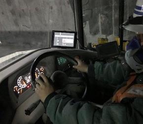 運転席のタブレット端末設置状況