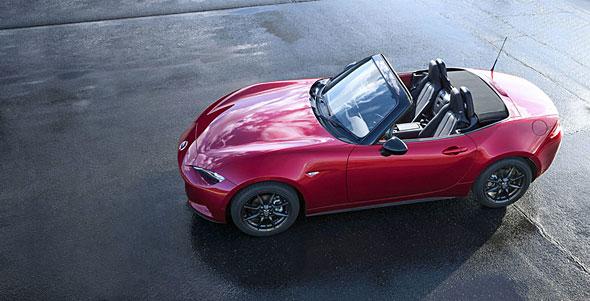 マツダの新型ロードスターは、スポーツカーでありながらさまざまな仕組みで低燃費化を図っている。マニュアルトランスミッションのトップギヤをギヤ比1.00に設定しているのは、ギヤを介さず直結にすることでギヤの摺動ロスを排除するため。ODレシオを使うより利得が多いという