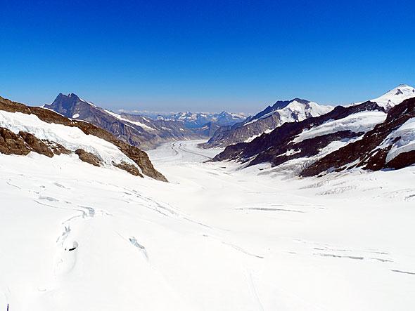 ユングフラウヨッホ駅付近からはヨーロッパ最大のアレッチ氷河を望むことができる