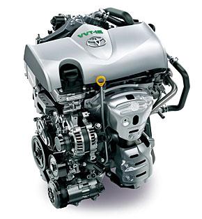 トヨタ・ヴィッツの主力となる1300cc4気筒エンジン。1000ccは3気筒の低燃費仕様になる。3気筒は振動面で不利だが、1000ccで4気筒では、1気筒あたり排気量が小さくなりすぎて効率が悪化してしまうためだ