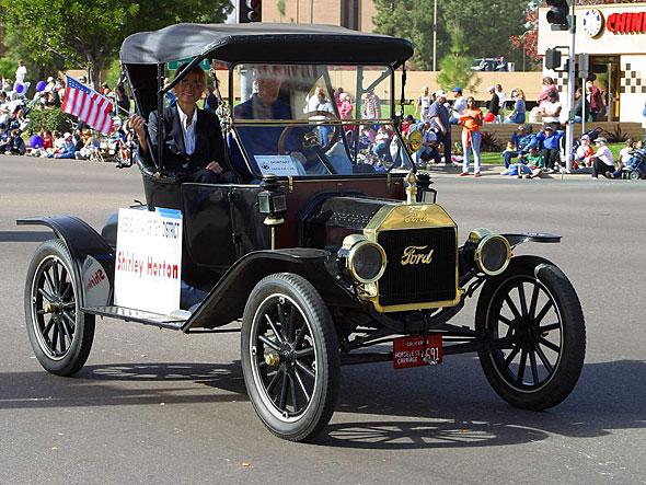 大量生産と規格化、新しい雇用システムによって、大衆が自動車を買う時代を切り拓いたT型フォード。自動車が社会に認められたのはこのT型フォードがあったからだ(写真:Wikipedia)