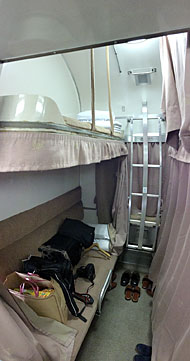 寝台車は開放型B寝台。個室は無い