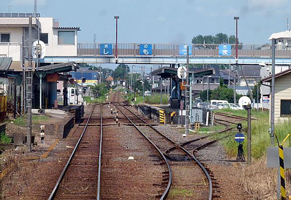 関東鉄道下妻駅。長編成の貨物列車は難しいが、がれき積みに使えそうな留置線がある