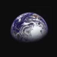 12月4日13時09分(日本時間)に「はやぶさ2」から撮影された地球(出典:JAXA)