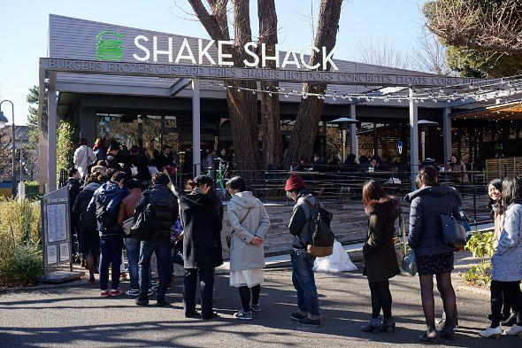 昨年11月に開業した「シェイクシャック」は行列が終日ほぼ途切れることがない