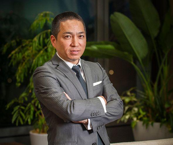 アクア代表取締役社長兼CEOの伊藤嘉明氏。1969年、タイ・バンコク生まれ。米コンコーディア大学マーケティング学部を卒業後、オートテクニックタイランドへ入社。その後、再び渡米し、サンダーバード国際経営大学院ビジネススクールでMBAを取得。日本アーンスト・アンド・ヤング・コンサルティング、日本コカ・コーラ、デル、レノボ、アディダス・ジャパン、ソニー・ピクチャーズ エンタテインメントで要職につき、2014年2月から現職