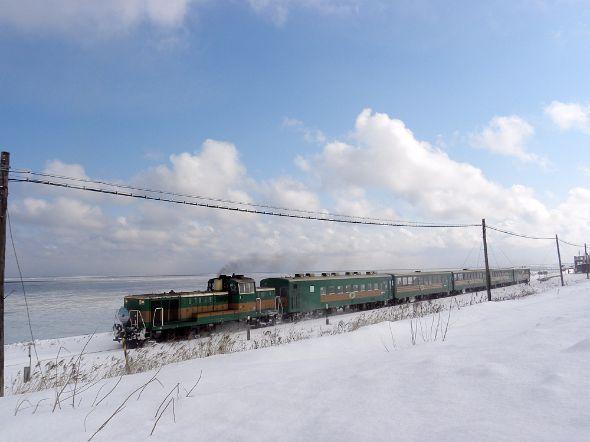 機関車の老朽化で廃止が噂されるJR北海道「流氷ノロッコ」