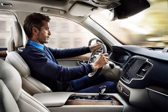 着座姿勢とベルトを掛ける位置は安全に大きく影響する