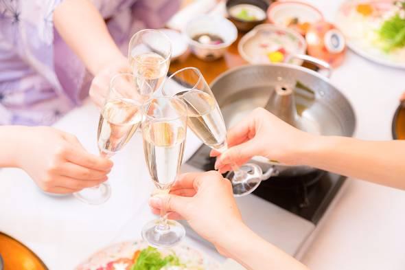 昼宴会やママ会などランチタイムの使い方に変化(写真はイメージです)