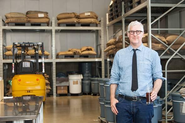 米ブルーボトルコーヒーのジェームス・フリーマンCEO。約15年前にクラリネット奏者からコーヒーショップ経営者へと転身した