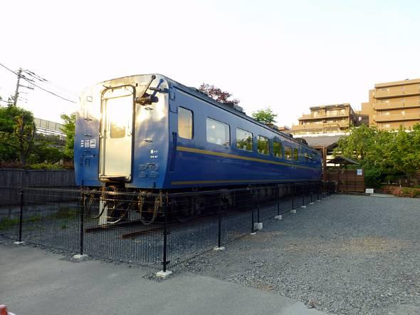 東川口駅から徒歩8分の場所に設置された食堂車