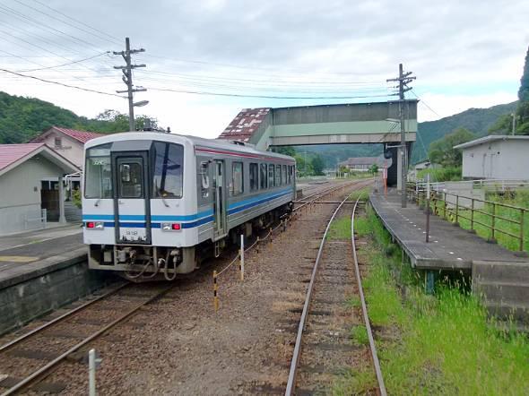 JR西日本が廃止の意向を示した三江線。沿線自治体などからの反対意見が根強い