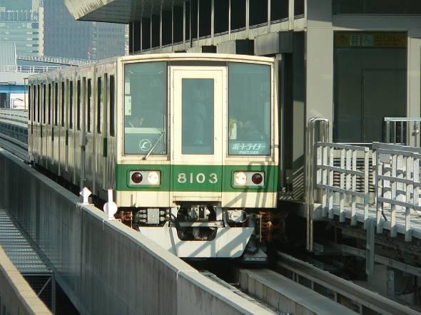 日本初の無人運転を実施した神戸新交通ポートライナー