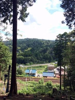 吉継の陣跡から松尾山を望む