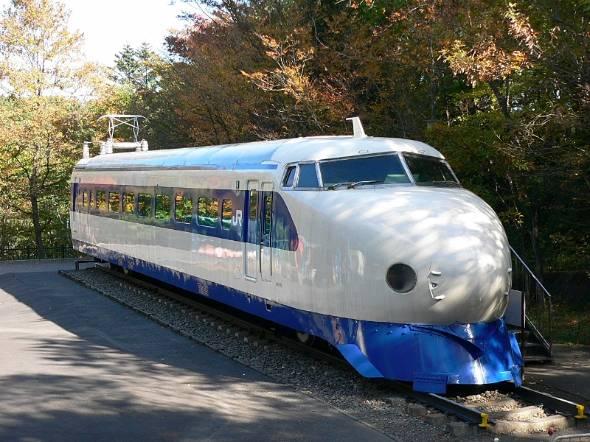 東海道新幹線の初代車両「0系」。開業当時は0系ではなく「新幹線電車」と呼ばれていた。2代目車両「100系」が登場したときに0系と呼ばれるようになった