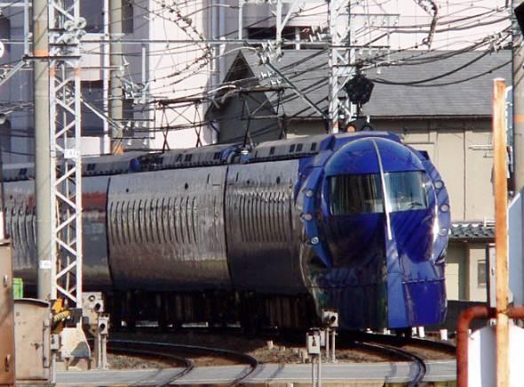 南海電鉄の特急「ラピート」