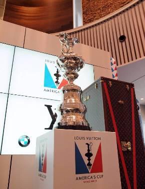 世界最古のスポーツトロフィー、アメリカズカップの実物