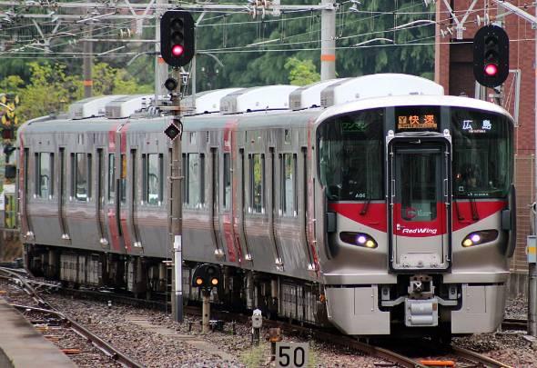 可部線の主力車両は最新型の227系電車(出典:Wikipedia)