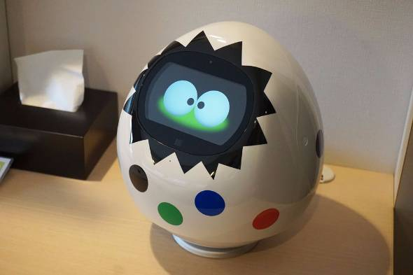 「変なホテル」全客室に設置してある小型ロボット「Tapia」:ITmedia ビジネスより