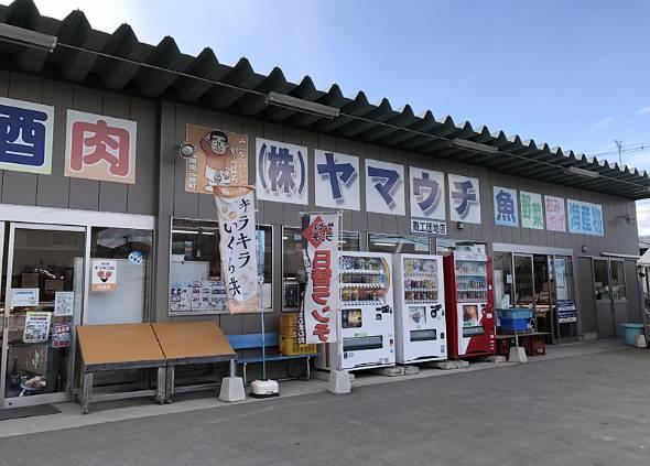 震災から半年経たないうちに再開し、住民たちの生活を支えた山内鮮魚店。現在は3月3日にオープンした新しい「南三陸さんさん商店街」に移転している