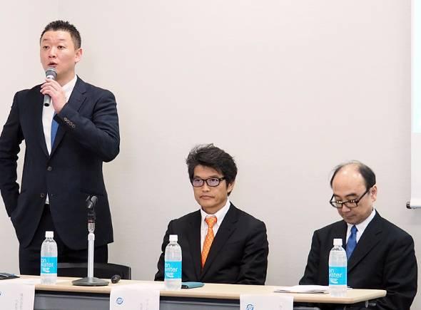 左からフジタクシーグループの梅村尚史社長、ウイングアーク1stの内野弘幸CEO、同 小島薫執行役員