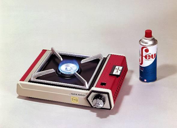 岩谷産業が1969年に発売した業界初のカセットコンロ「カセットフー」(写真提供:岩谷産業)