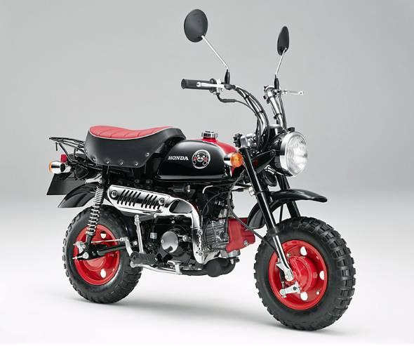 モンキーくまモンモデル。熊本工場で生産されるモンキーとくまモンのコラボモデル。50年の歴史の中でさまざまな限定モデルが生まれた